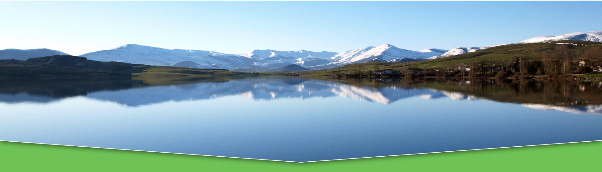 Foto de NAY - de Alto Campoo nevado reflejado en el Pantano del Ebro, quizá dos de los lugares más representativos de Campoo